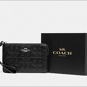 LASTONE! NWT Coach Boxed Wristlet in Signature